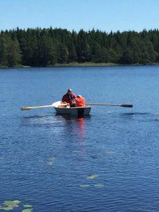 Far og Mille på bådtur i Sverige